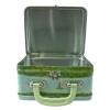 Geöffneter Koffer aus Weißblech mit lindgrünem Griff