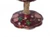 Schmuckei dunkelrot mit Rosenranken und Spieluhr, Ansicht auf den Fuß