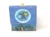 Regenbogenfisch Spieluhr Trousselier, Ansicht Rückseite auf geöffnete Spieldosen