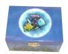 Regenbogenfisch Spieluhr Trousselier, Ansicht von oben auf geschlossenen Spieldosen-Deckel
