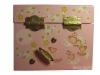 Zartrosa Spieluhr mit Sternenfee, Ansicht Rückseite mit Aufziehmechanismus, Spieldose geschlossen